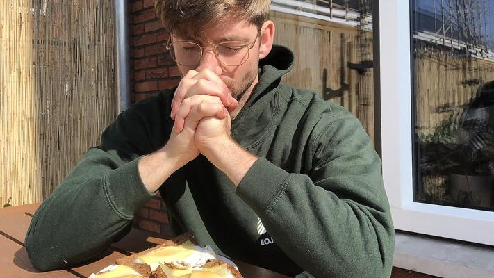 DEZE BIJBAAN WIL JE: betaald bidden voor het eten van iemand anders