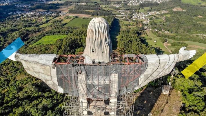Zo wordt het nieuwe, 43 meter hoge(!) Christusbeeld in Brazilië gemaakt
