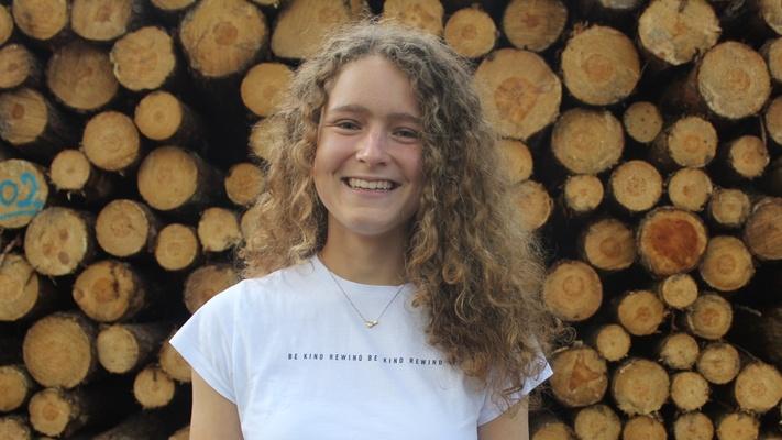 """Liza Aalbers (17) verloor haar vader aan kanker: """"als hij niet boos was op God, hoe kan ik dan boos zijn op Hem?"""""""